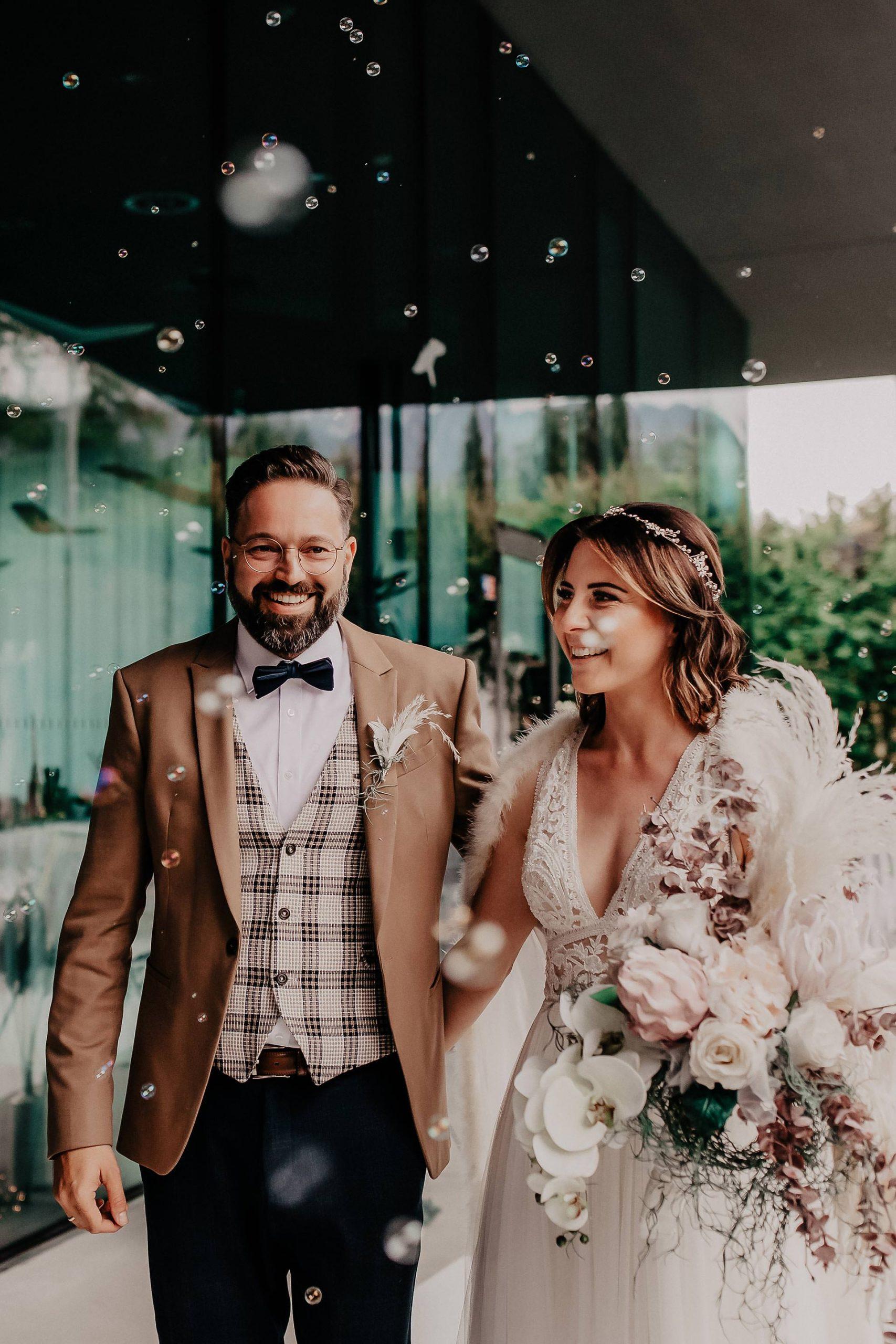 Mein Brautstyling Mit Pronovias Kleid Hochzeits Make Up Und
