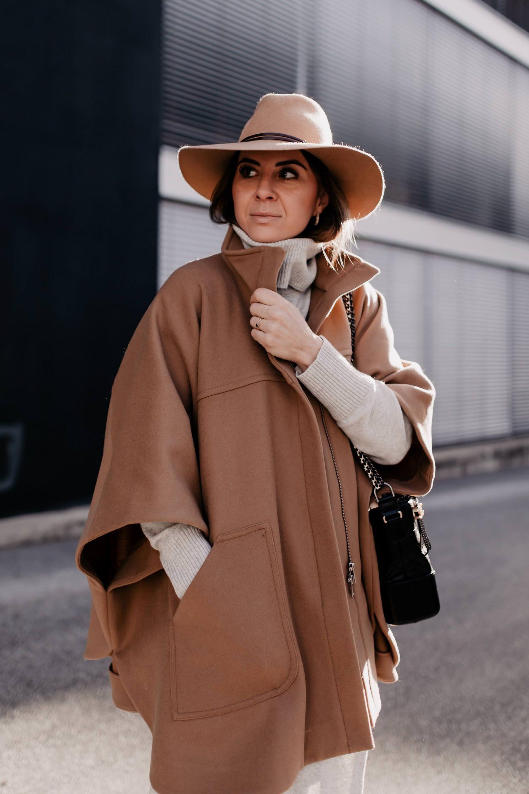 Am Modeblog liest du heute, wie gut man ein Cape kombinieren kann. Das passende Winter-Outfit gibt es kostenlos dazu und zahlreiche Shopping-Tipps für wunderschöne Cape-Outfits! www.whoismocca.com #cape #winteroutfit #modetrends