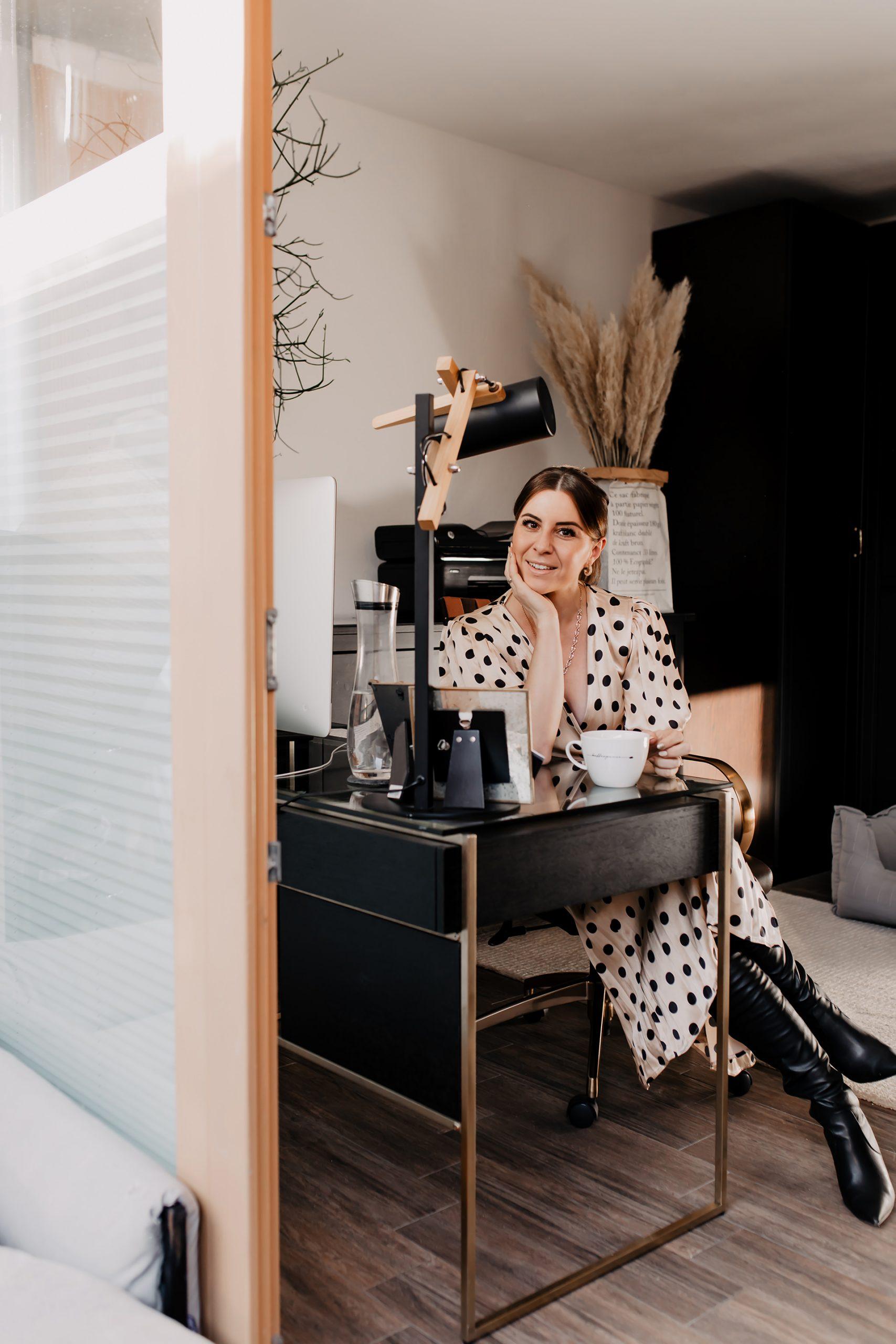 Produktplatzierung. Am Karriere Blog teile ich heute 4 Gründe für eine entspannte Kaffeepause im Büro und 4 Tipps für richtig guten Kaffee mit dir!www.whoismocca.com #kaffeepause #kaffeeliebe #jura #karrieretipps