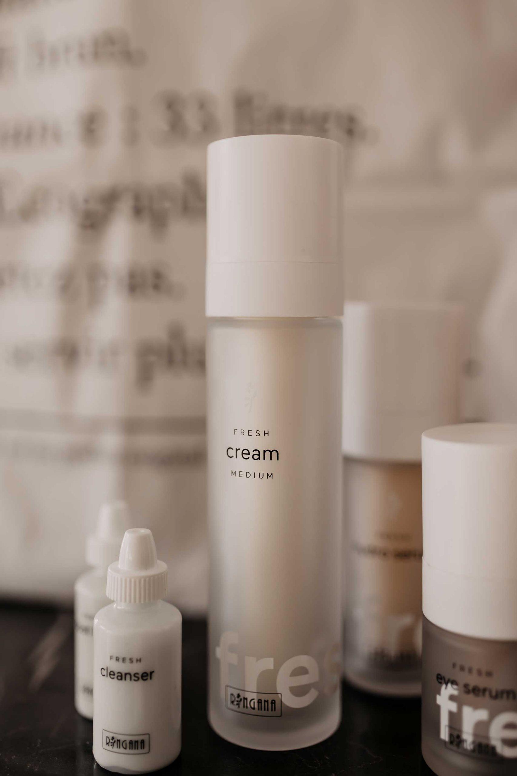 Produktempfehlung. Naturkosmetik ist die natürlichste Pflege, die wir unserer Haut bieten können. Am Beautyblog teile ich heute 7 gute Gründe, warum du RINGANA Frischekosmetik in die eigene Pflegeroutine aufnehmen solltest. www.whoismocca.com #naturkosmetik #ringana #frischekosmetik