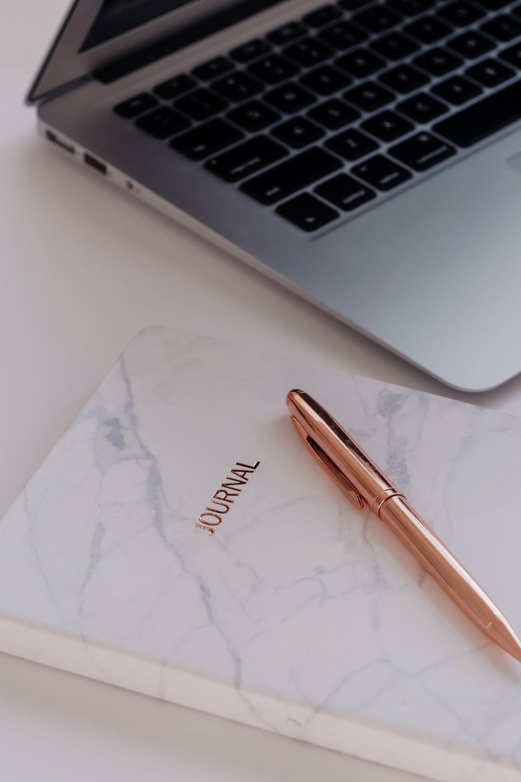 Am Karriere Blog erkläre ich dir, wie du Selbstorganisation lernen und deinen Alltag mit der optimalen To-do-Liste und dem richtigen Zeitmanagement effizient strukturieren kannst. www.whoismocca.com #selbstorganisation #todo