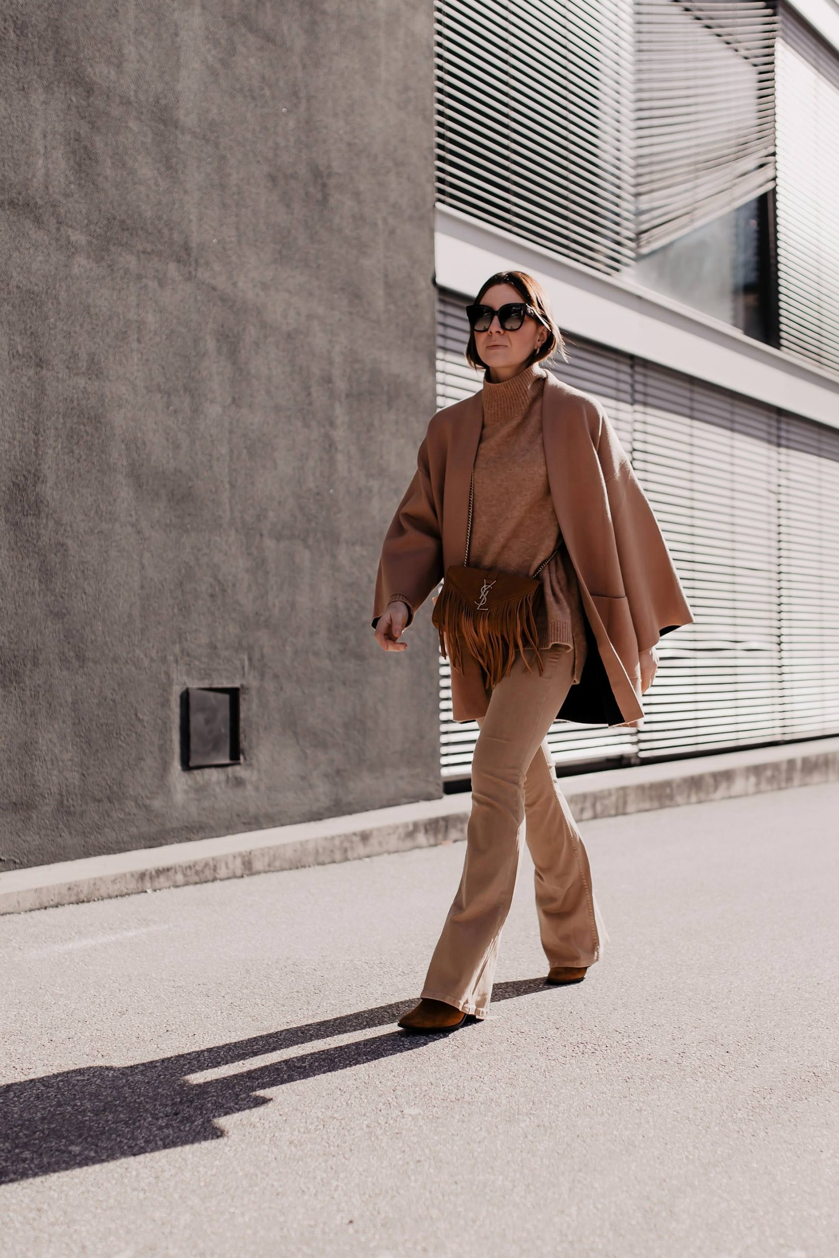Ein Ton-in-Ton Outfit ist langweilig und unkreativ? Ganz und gar nicht! Auf dem Modeblog verrate ich dir 4 Tipps, worauf es bei einem Einheitslook ankommt. www.whoismocca.com #frühlingstrends #frühlingsoutfit #outfitoftheday