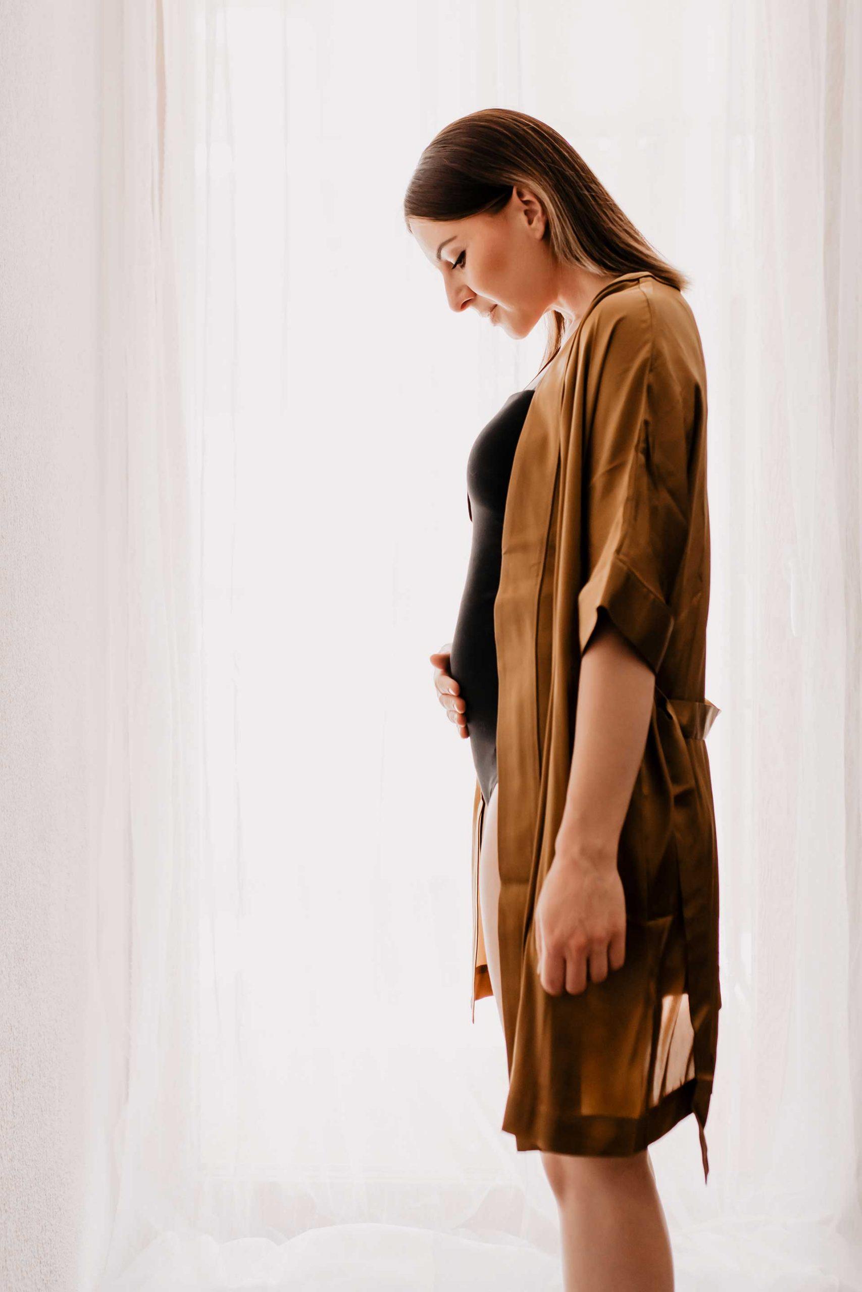 Wir bekommen ein Baby! Als ersten Beitrag möchte ich mein erstes Trimester in der Schwangerschaft noch einmal Revue passieren lassen. Wie ist es mir in den ersten 3 Monaten ergangen, wie habe ich von der Schwangerschaft erfahren, welche Gedanken schwirren mir durch den Kopf und wie sieht meine berufliche Zukunft aus? www.whoismocca.com #baby2020 #oktoberbaby #mamablog