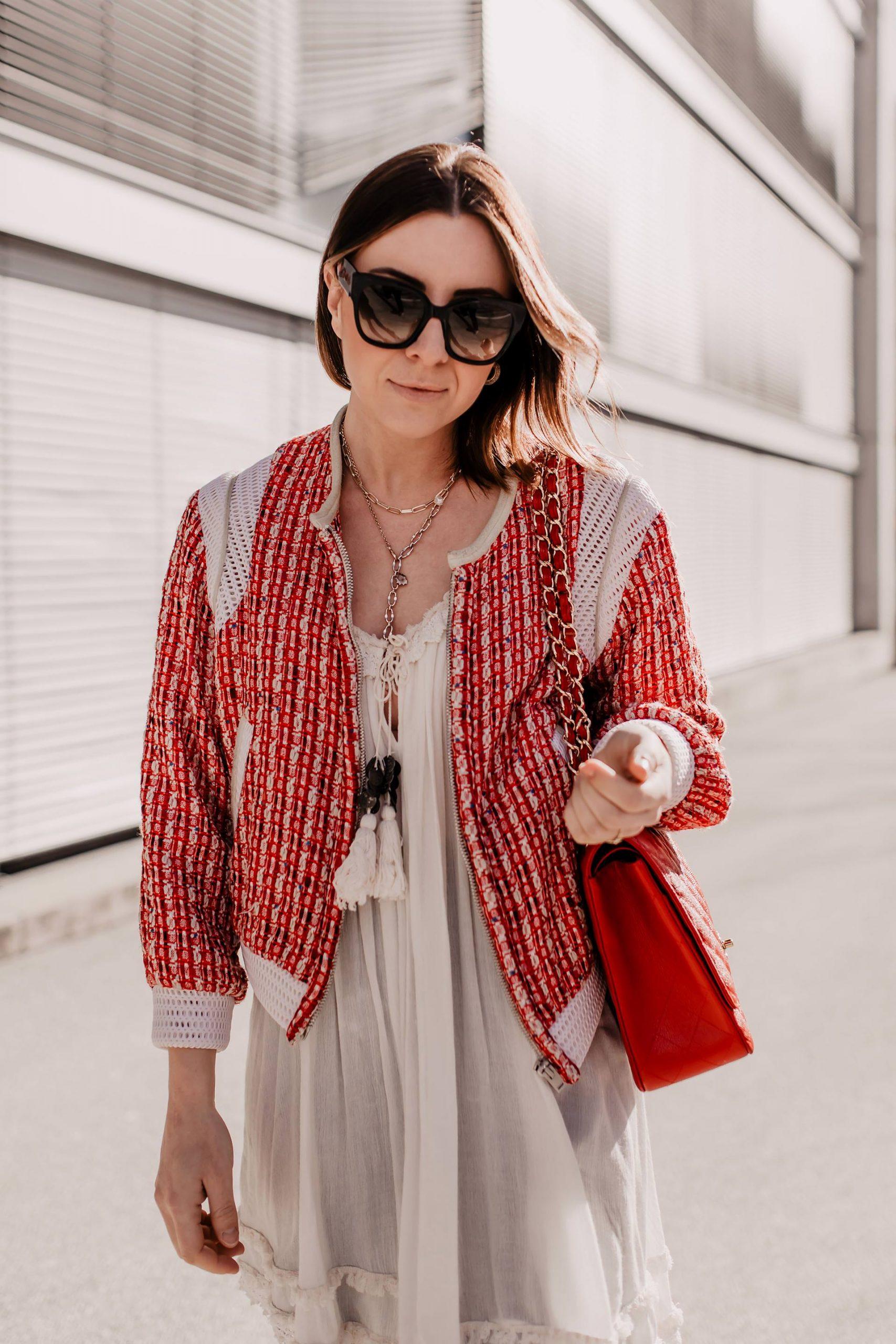 Du möchtest deine Tunika kombinieren und suchst noch nach den passenden Outfit-Inspirationen? Genau dafür ist mein Modeblog da. Ich zeige dir ein alltagstaugliches Frühlingsoutfit mit einem wunderschönen Hängerkleid. www.whoismocca.com #tunika #frühlingsoutfit
