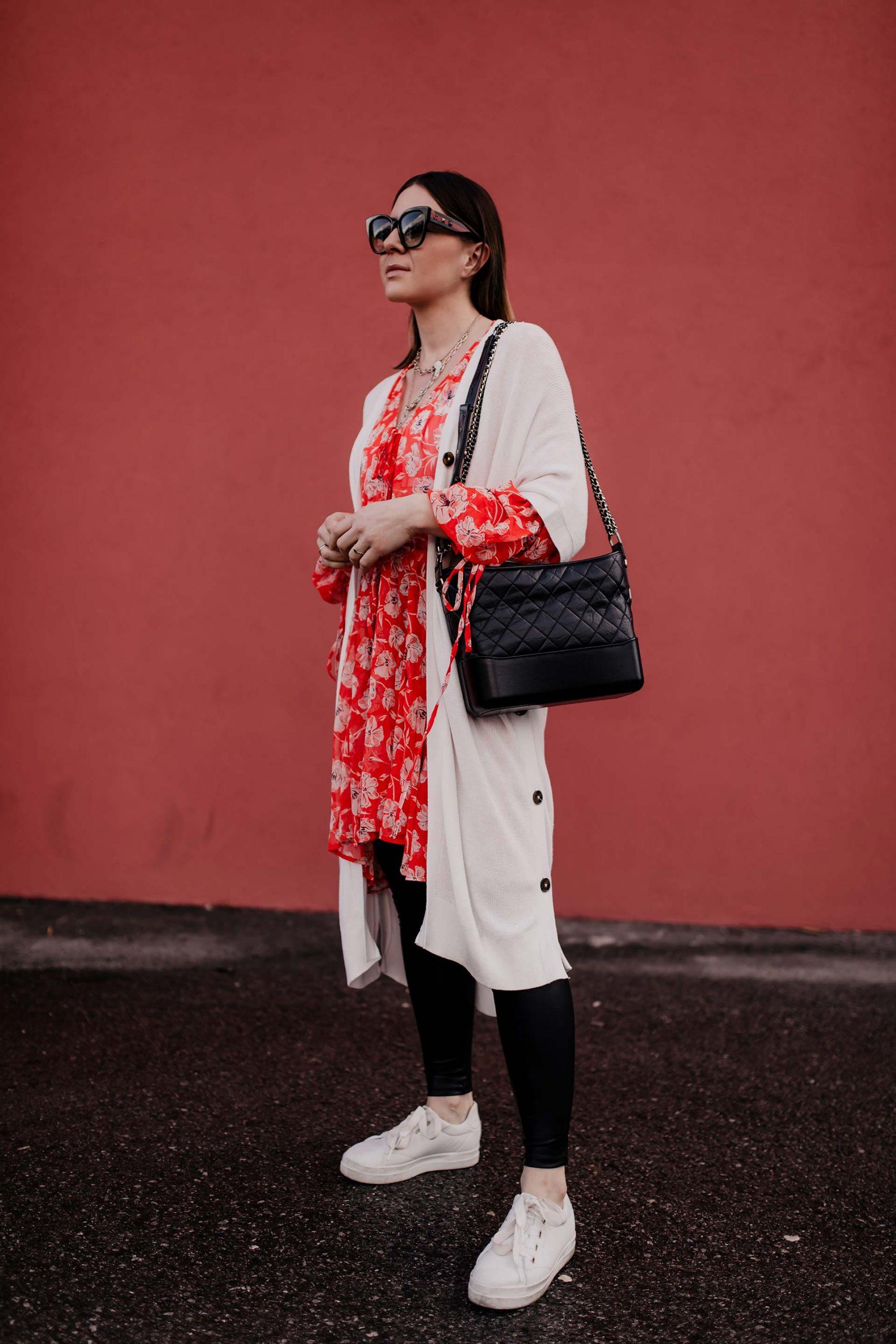 Ich zeige dir heute nicht nur ein neues Frühlingsoutfit, sondern habe auchnoch 3 Tipps für dich, wie du eine Tunika mit Leggings kombinieren kannst! Mehr am Modeblog www.whoismocca.com #tunika #frühlingsoutfit #modetrends