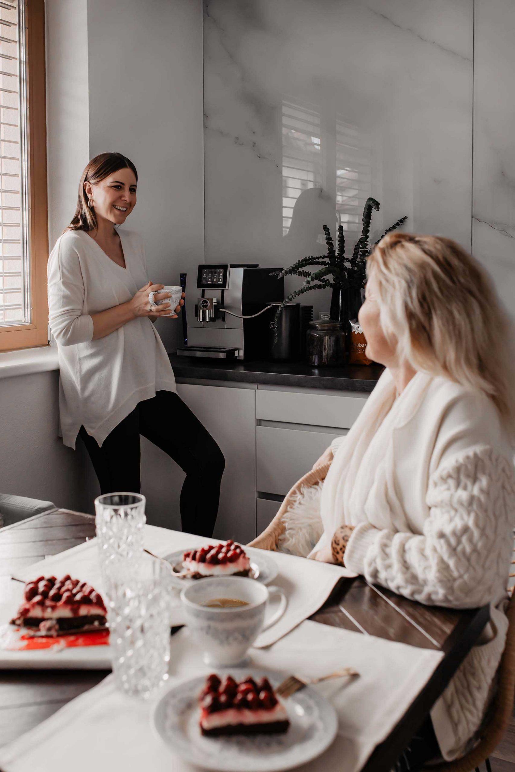 Anzeige. Am 10. Mai ist Muttertag. Um diesen Tag besonders harmonisch zu verbringen, verrate ich dir heute meine Ideen zum Muttertag und kleine Muttertagsgeschenke! www.whoismocca.com #muttertag