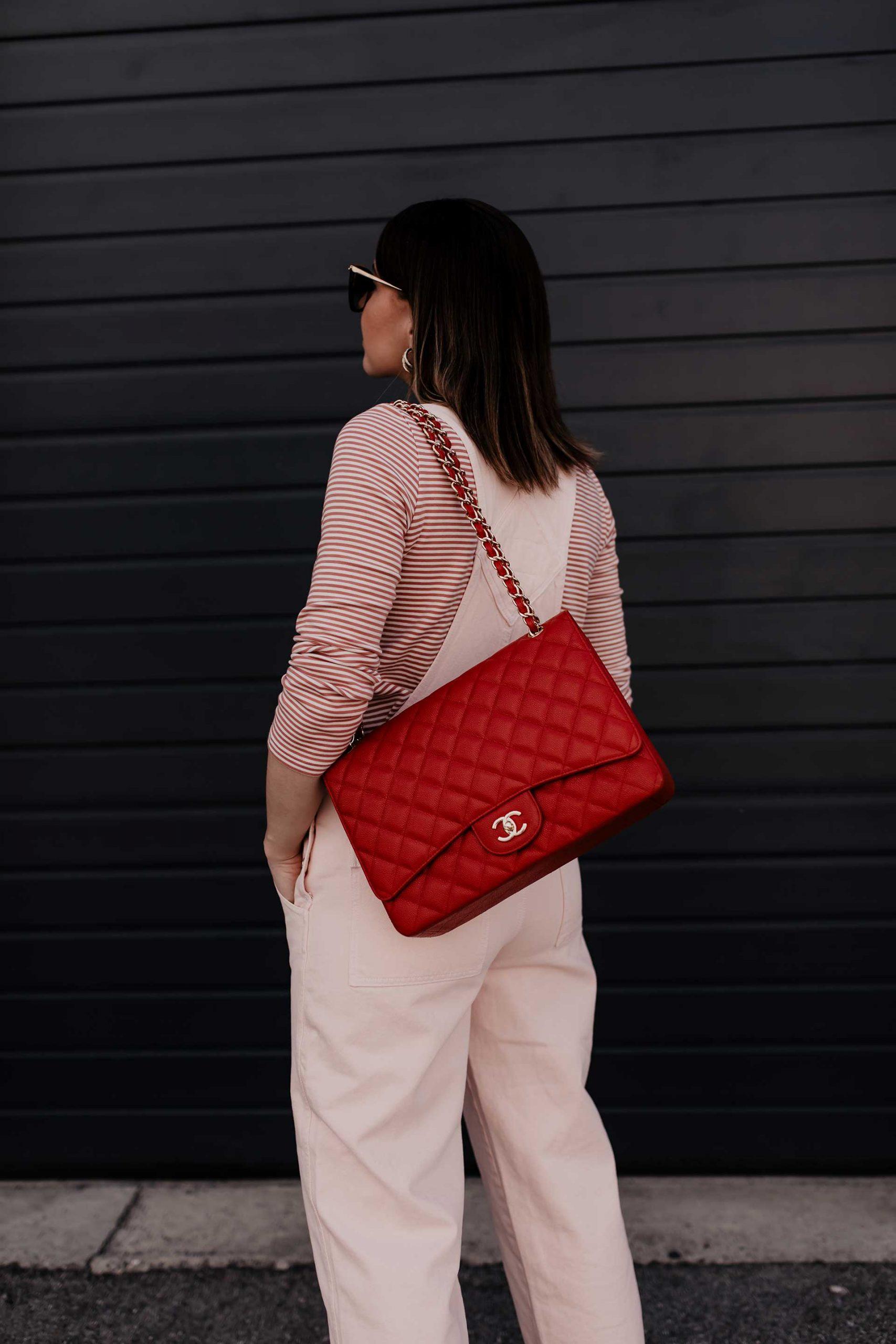 Ich verrate dir, wie du eine Latzhose kombinieren und wo du die schönsten Modelle online shoppen kannst. Mehr Mode und Outfit-Tipps findest du am Fashion Blog www.whoismocca.com #latzhose