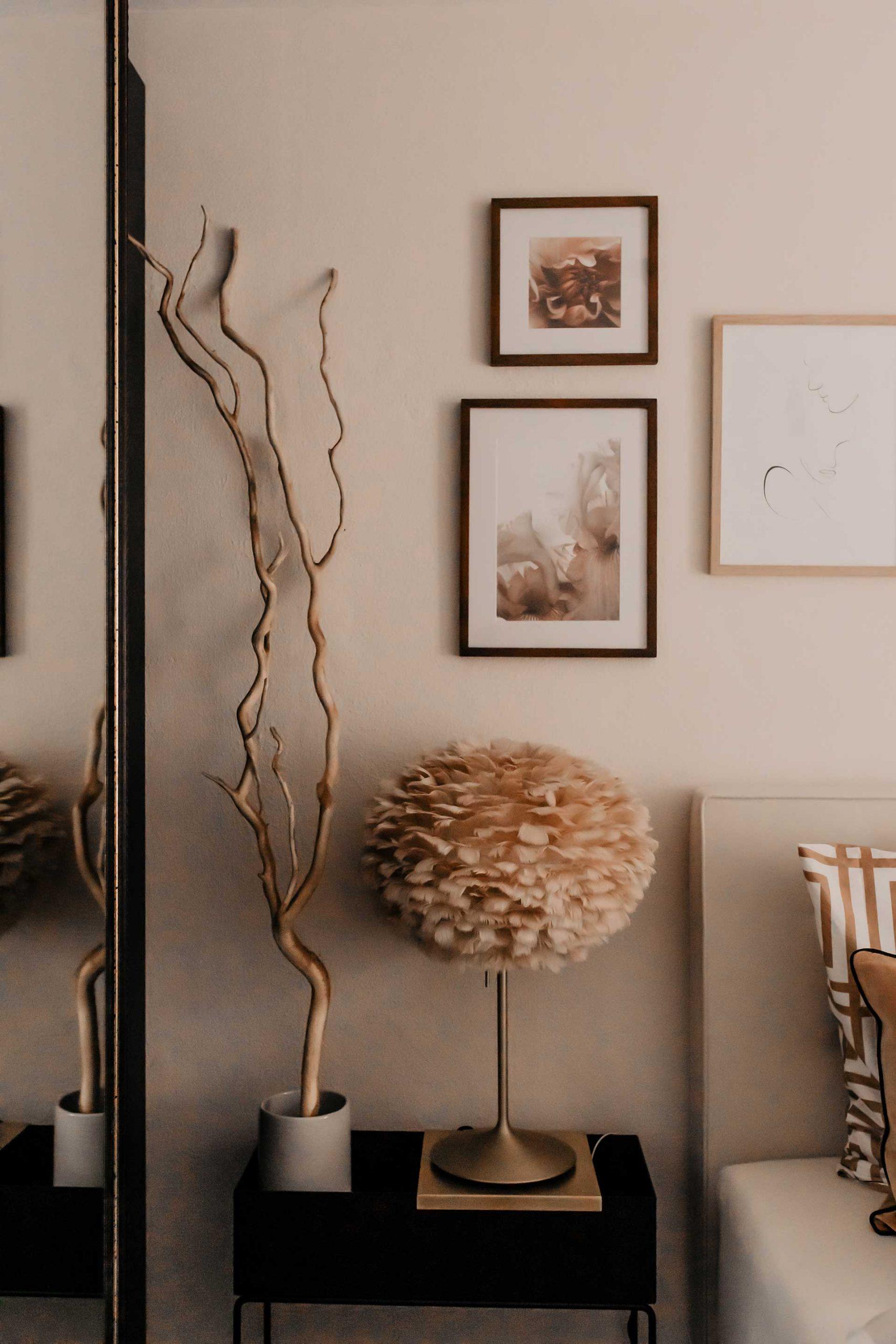 Produktplatzierung. Auf meinem Interior Blog verrate ich dir meine 7 Tipps für ein gemütliches Schlafzimmer. Uns war es besonders wichtig, ein gemütliches und zugleich modernes Schlafzimmer zu gestalten. Es sollte ein Wohlfühlraum werden, in dem man entspannen und abschalten kann und ich finde, das ist uns sehr gut gelungen. www.whoismocca.com #schlafzimmer #interiorblogger