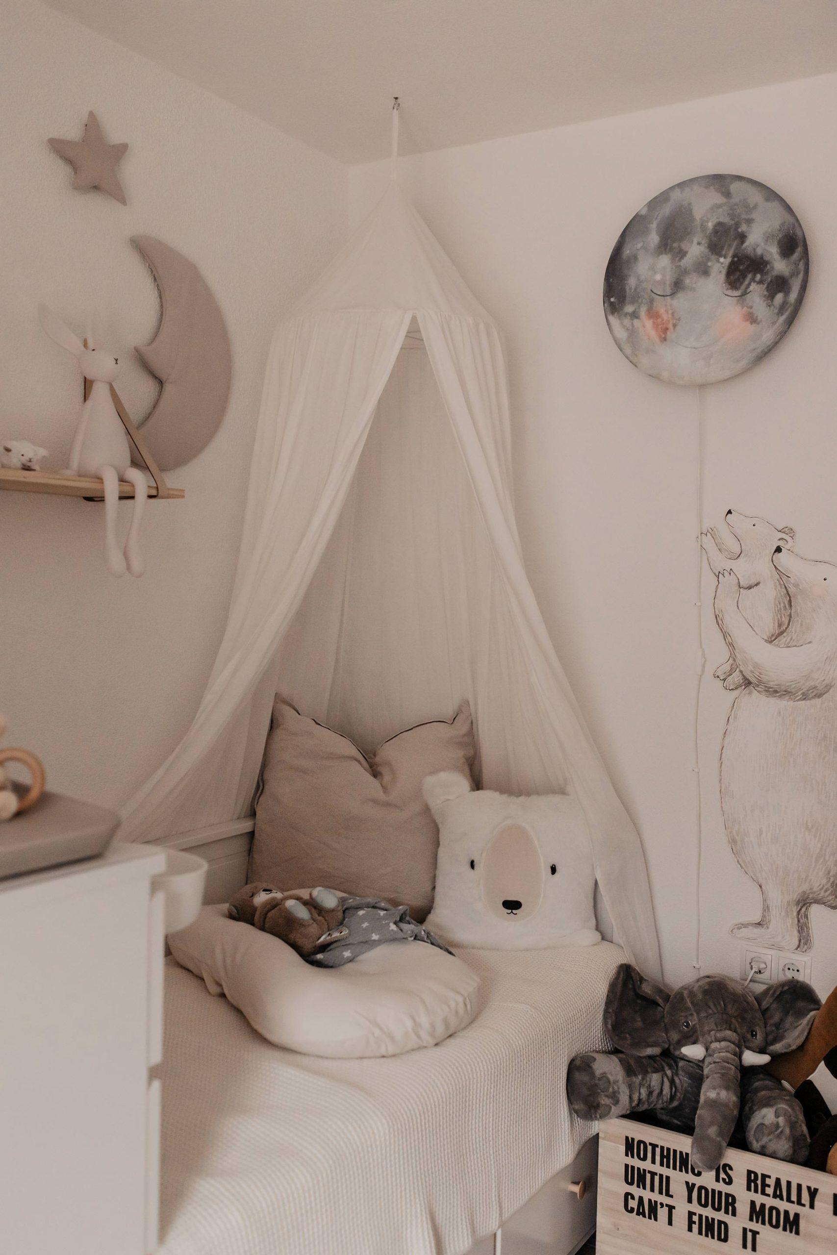 Das Babyzimmer ist fertig! Am Mamablog zeige ich dir, wie wir das Kinderzimmer eingerichtet und gestaltet haben. www.whoismocca.com