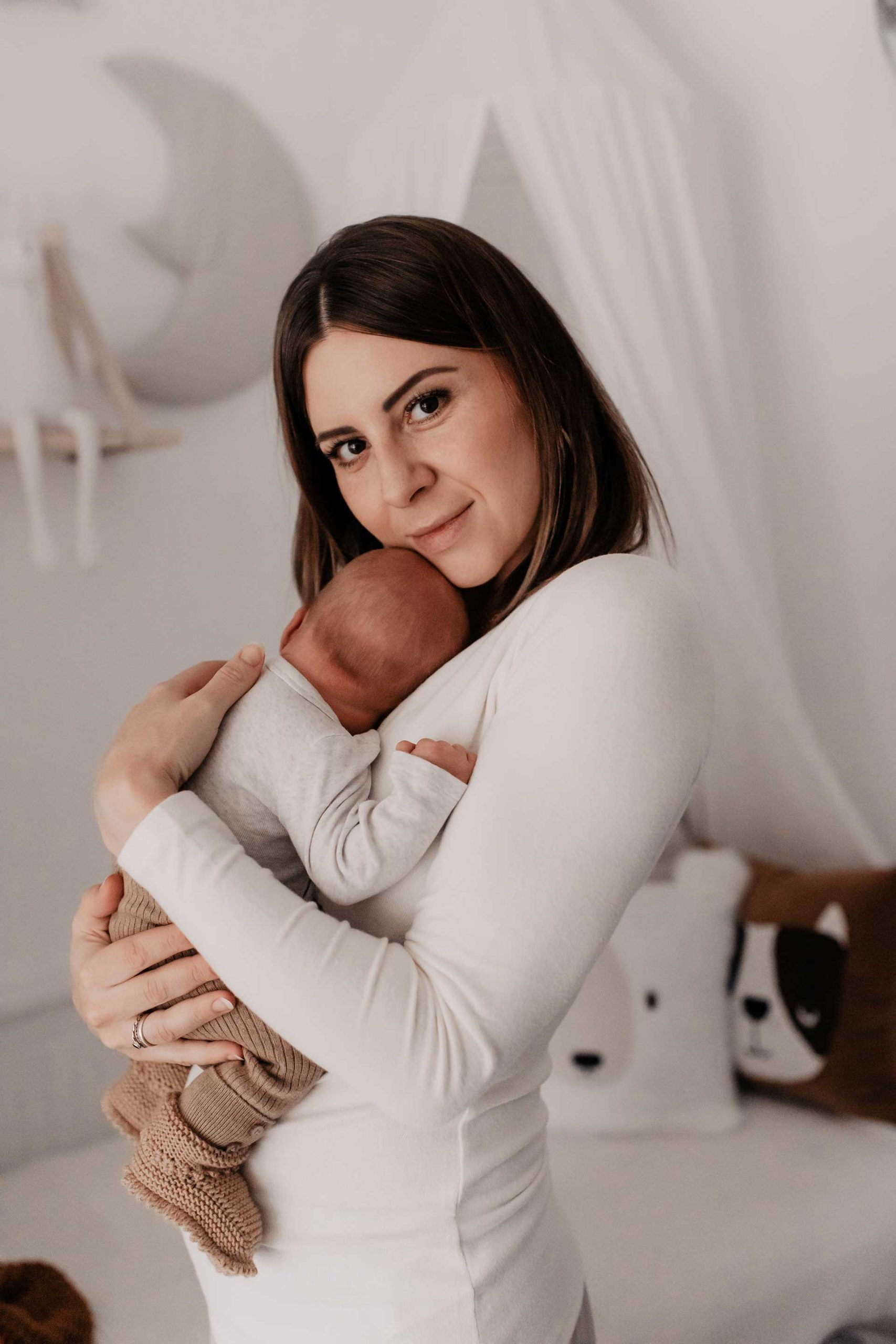 Anzeige. Wie kann ich für mein Kind vorsorgen? In den vergangenen Monaten der Schwangerschaft haben wir uns intensiv damit beschäftigt. Für uns ist die Antwort auf viele Fragen eine Familienversicherung – warum das so ist, erzähle ich dir heute am Mamablog www.whoismocca.com