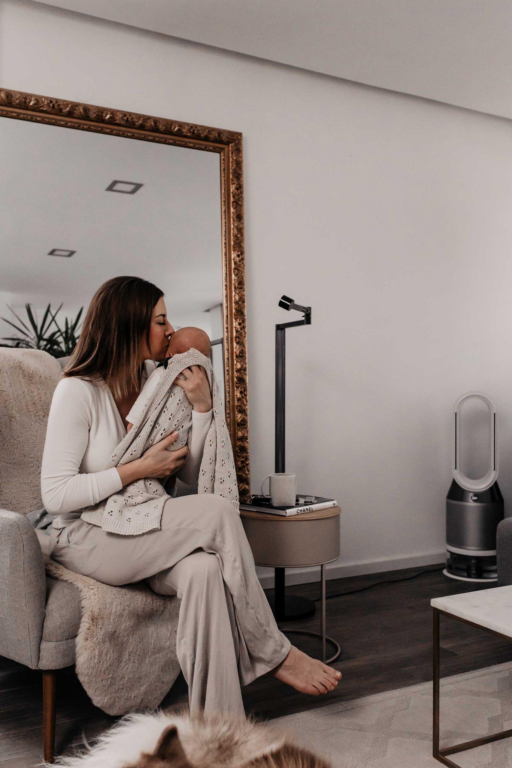 Anzeige. In diesem Blogbeitrag erkläre ich dir, warum ein gesundes Raumklima so wichtig ist. Außerdem verrate ich dir, was gute Luft mit Hautpflege zu tun hat und welches Gadget dir zu mehr Wohlbefinden verhelfen kann. www.whoismocca.com