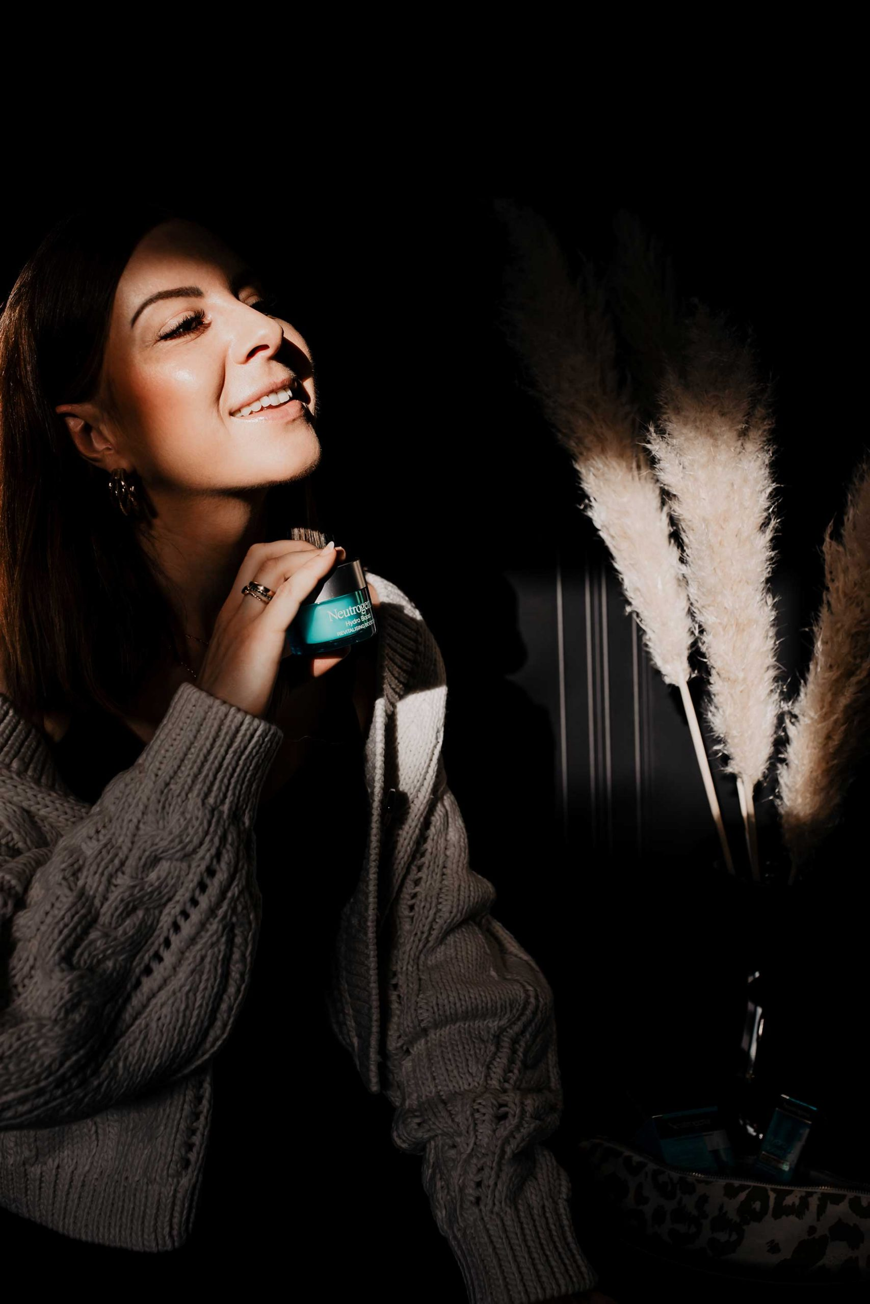 Anzeige. Der ständige Temperaturwechsel entzieht der Haut Feuchtigkeit und trocknet sie aus. Deshalb ist die richtige Hautpflege im Winter das A und O für schöne Haut!Ich zeige dir,wie du deine Haut im Winter intensiv pflegen kannst.
