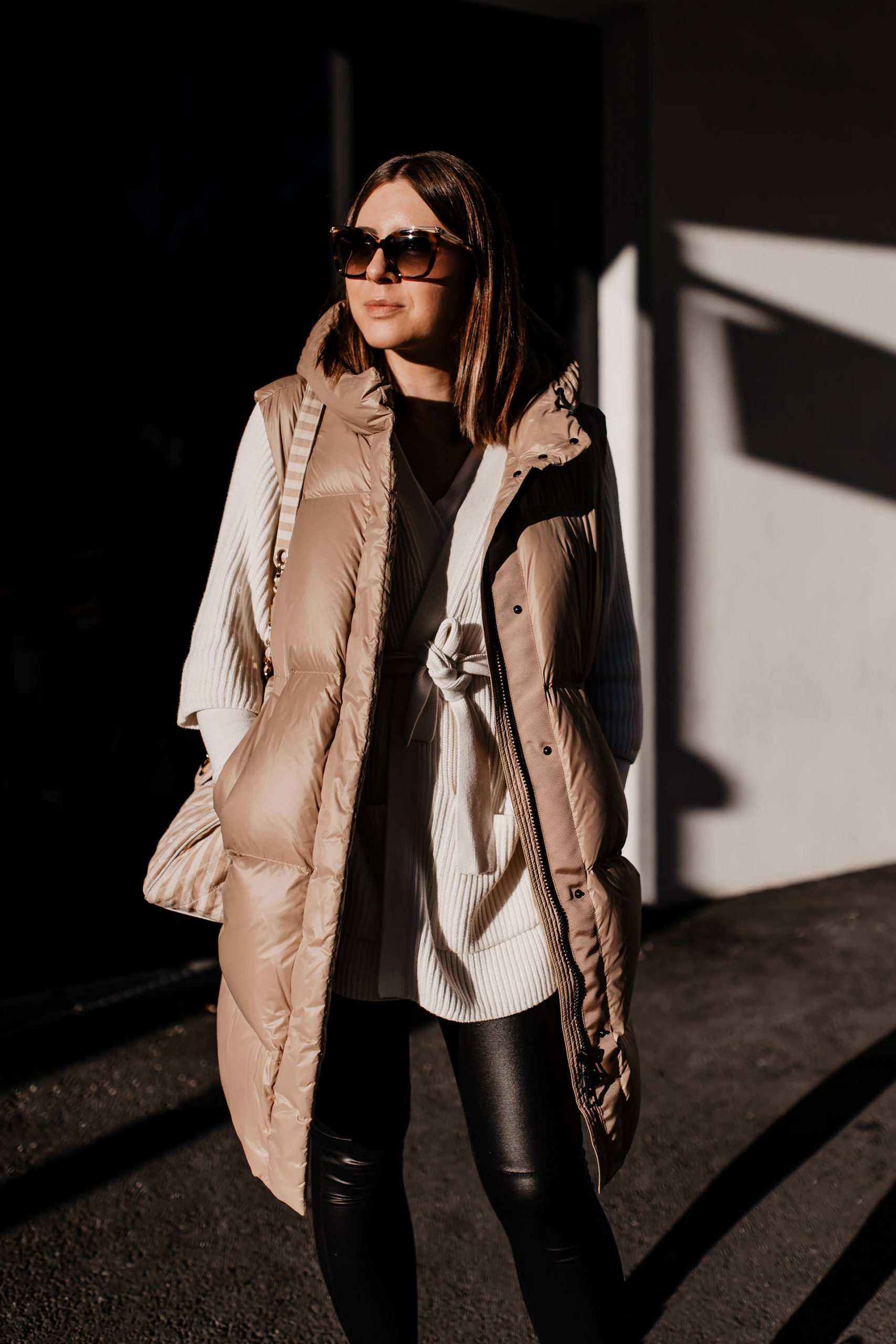 Am Modeblog zeige ich dir die schönsten Steppwesten für den Winter! Wie ich Daunenwesten am liebsten kombiniere und 3 weitere Outfit-Ideen stelle ich dir heutevor. www.whoismocca.com