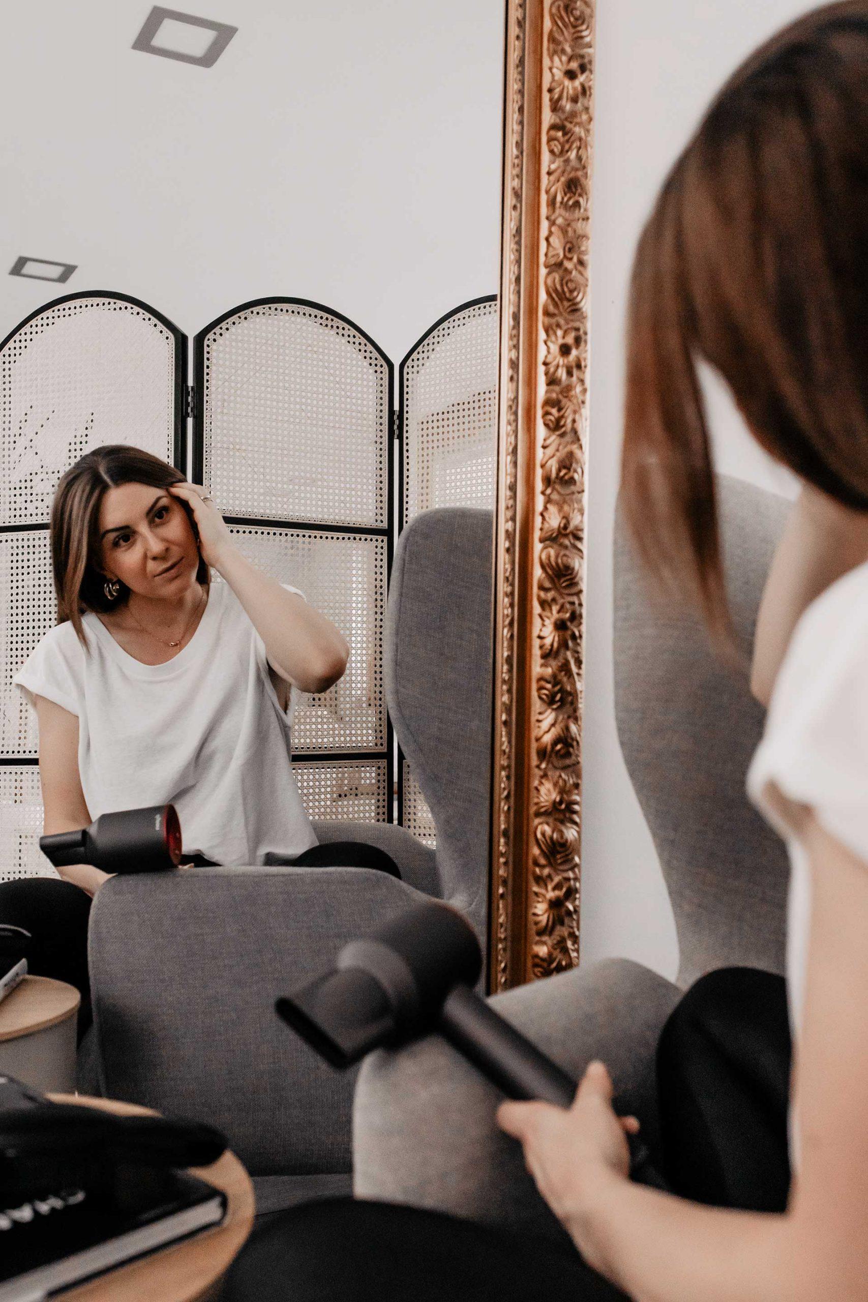 Anzeige. Am Beautyblog findest du heute 7 einfache Tipps für schöne, glänzende Haare. So kannst du deine Haare speziell im Winter richtig schön pflegen! www.whoismocca.com
