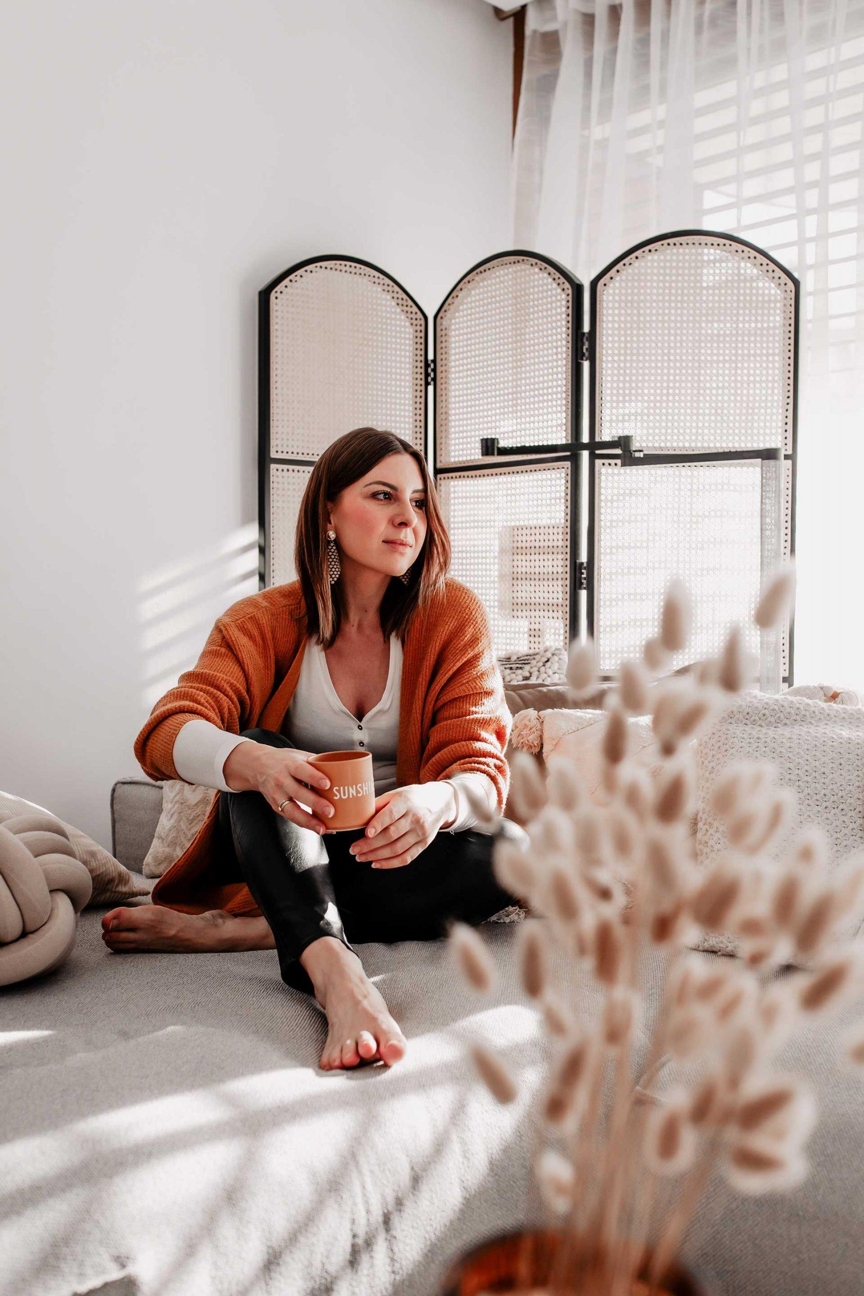 Corona ist aktuell zu einem fixen Alltagsbegleiter geworden. Am Blog findest du deshalb 10 Tipps für den Umgang mit Stress und Angst aufgrund von Covid-19. www.whoismocca.com