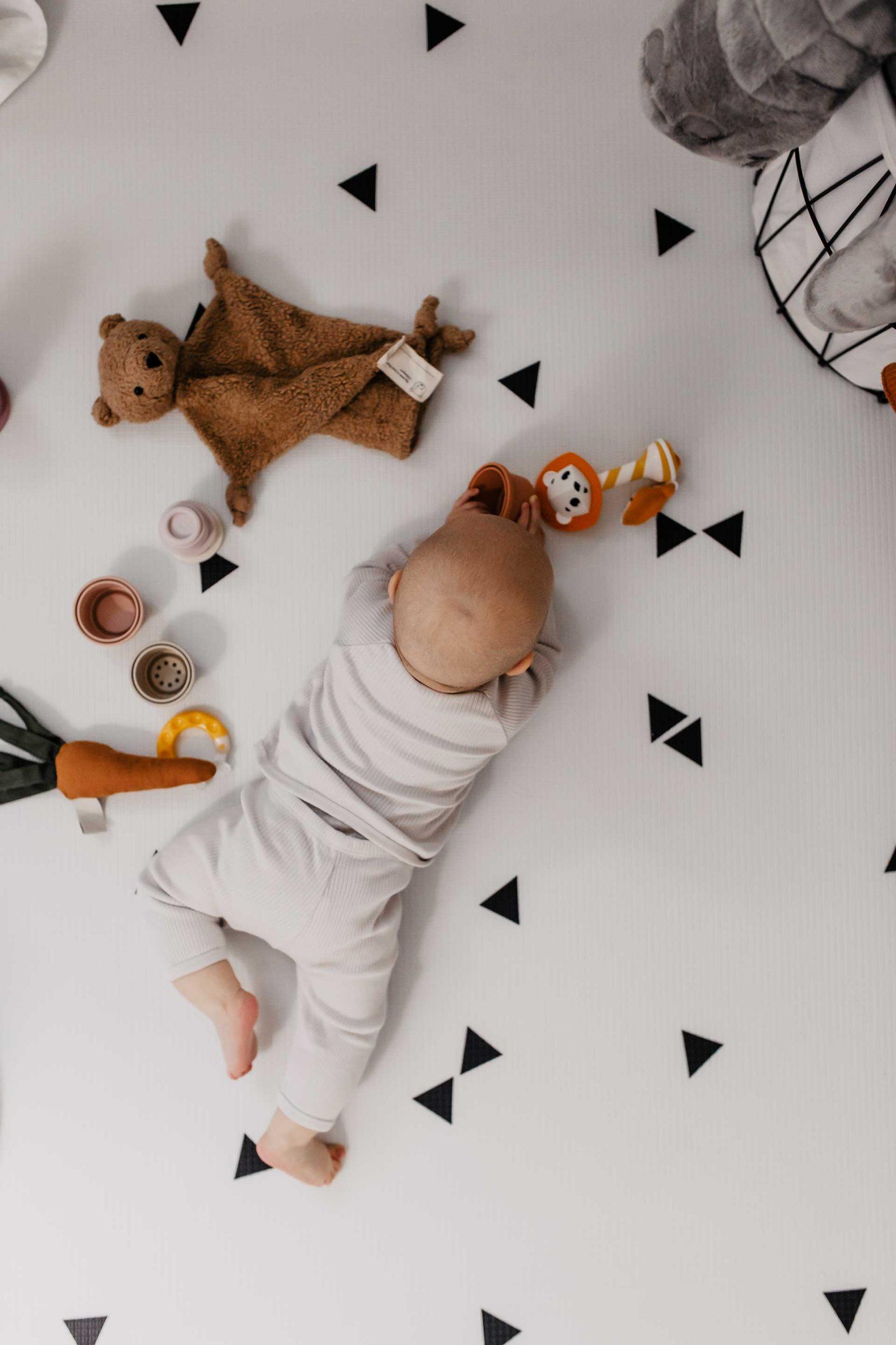 Es gibt kein richtig oder falsch bei der Baby-Erstausstattung. Meine Checkliste für Kleidung, Schlafen, Unterwegs, Wickeln, Körperpflege, Baden, Spielen, Essen/Trinken findest du jetzt am Mamablog. www.whoismocca.com