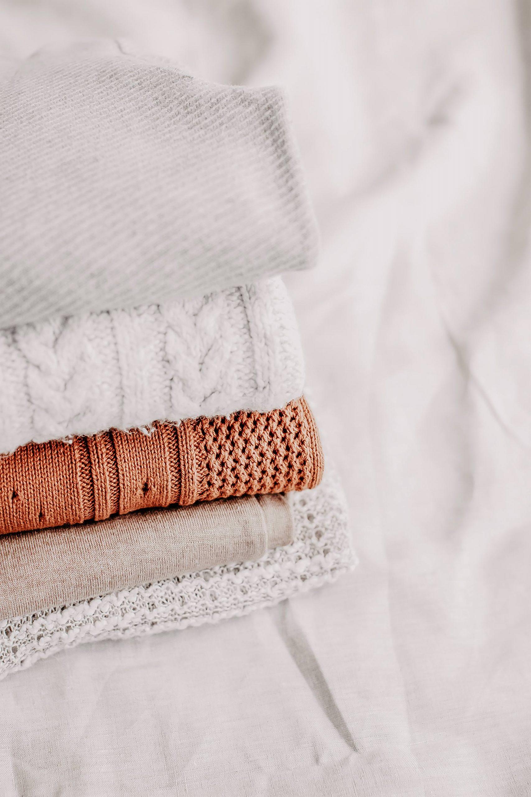 Du möchtest deinen persönlichen Stil finden? Am Modeblog stelle ich dir 9 Fragen, die dir dabei helfen werden, dein eigenes Stilbewusstsein zu finden und dich beim Aufbau deiner Basis-Garderobe unterstützen! www.whoismocca.com