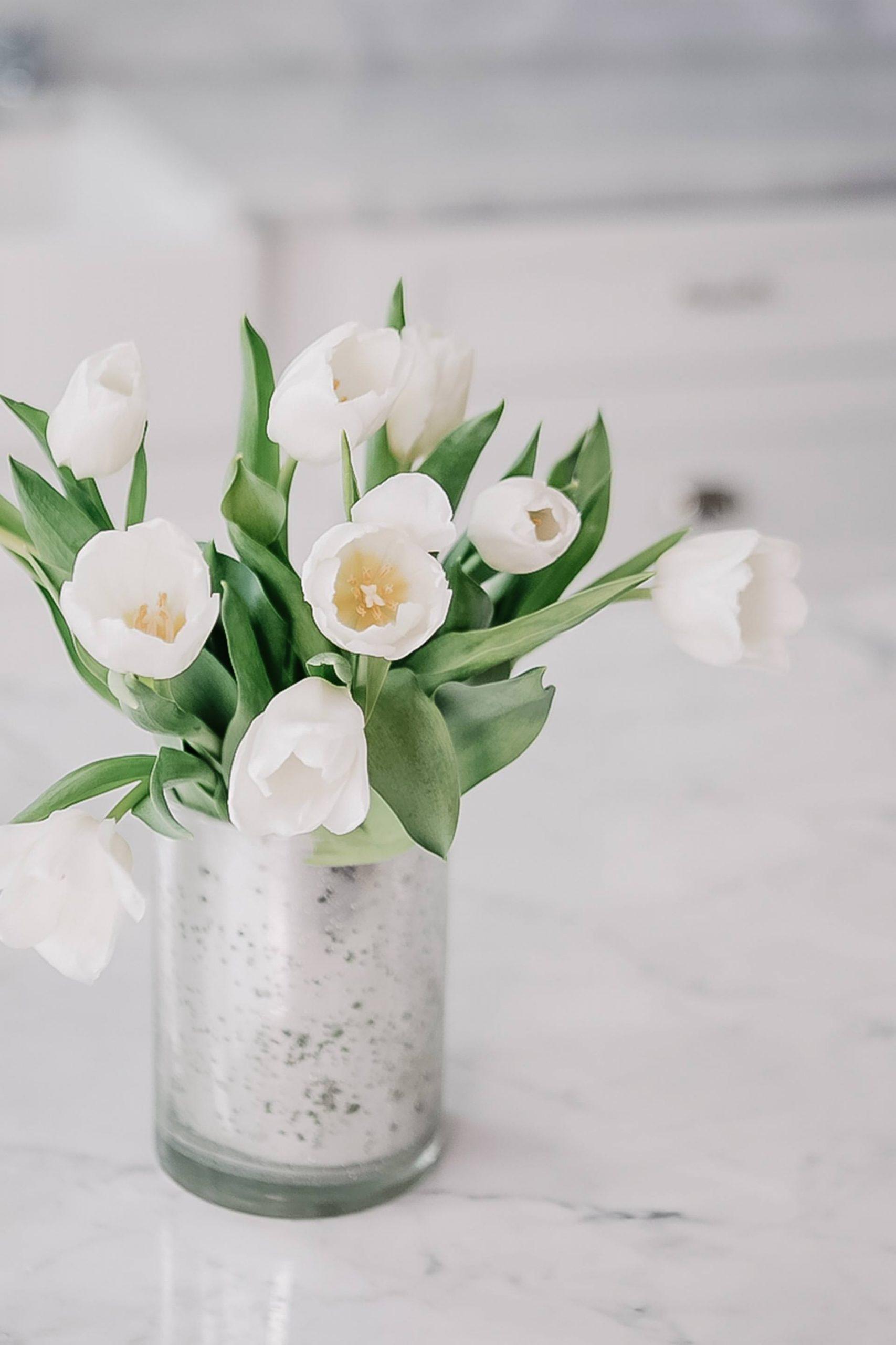 Frisches Feeling mit der richtigen Frühlingsdekoration – wie das schnell und einfach funktioniert verrate ich dir heute am Interior Blog. www.whoismocca.com