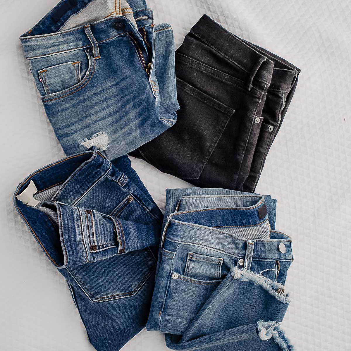 Am Modeblog stelle ich dir heute 9 tolle Secondhand Onlineshops vor. Ideal, wenn du Kleidung, Schuhe und Accessoires kaufen oder verkaufen möchtest. www.whoismocca.com