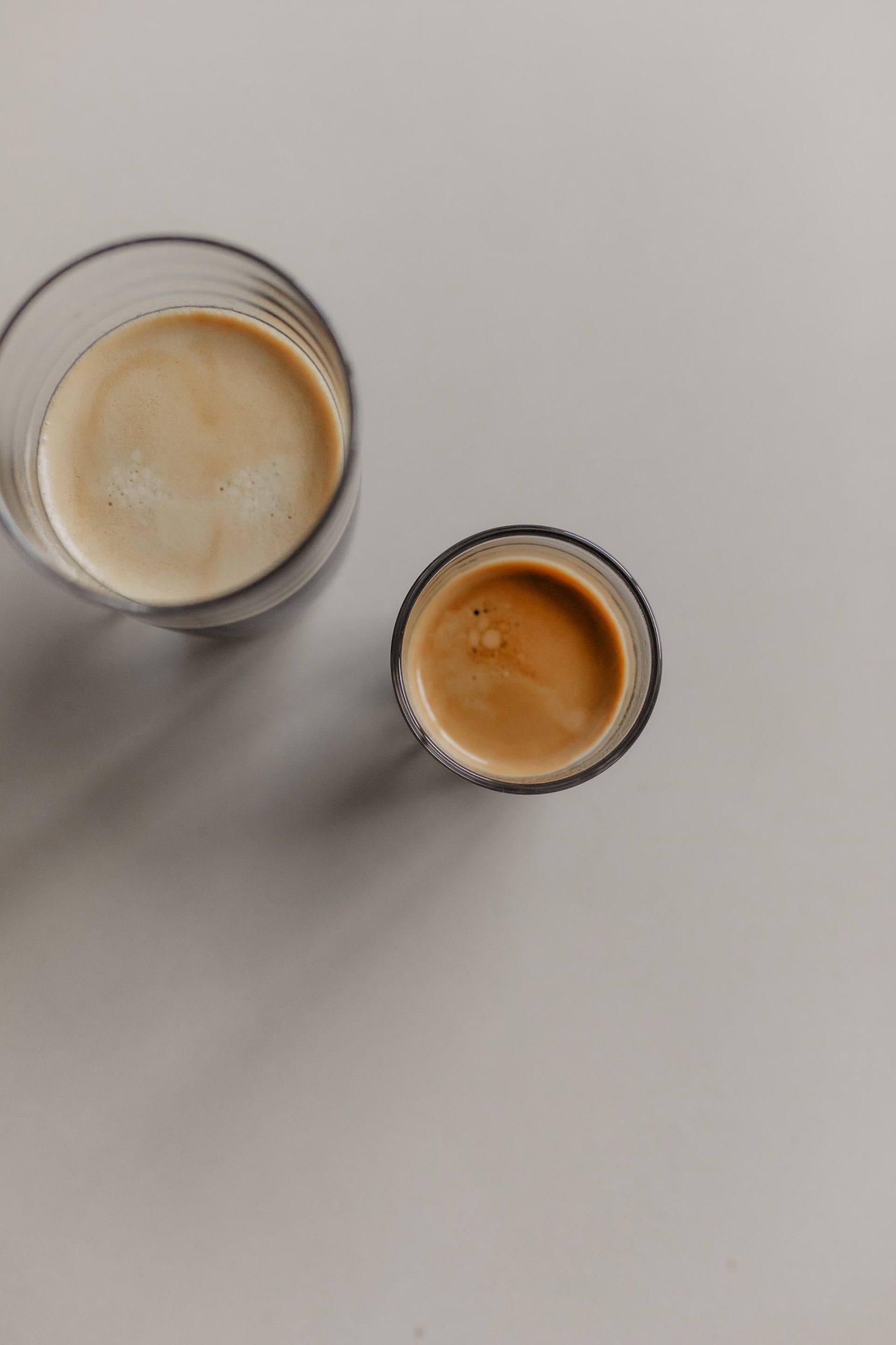 Anzeige. Heute stehen meine liebstenKaffeespezialitäten im Mittelpunkt. Cappuccino, Caffè Crema oder moderner Flat White – welchen wählst du? www.whoismocca.com