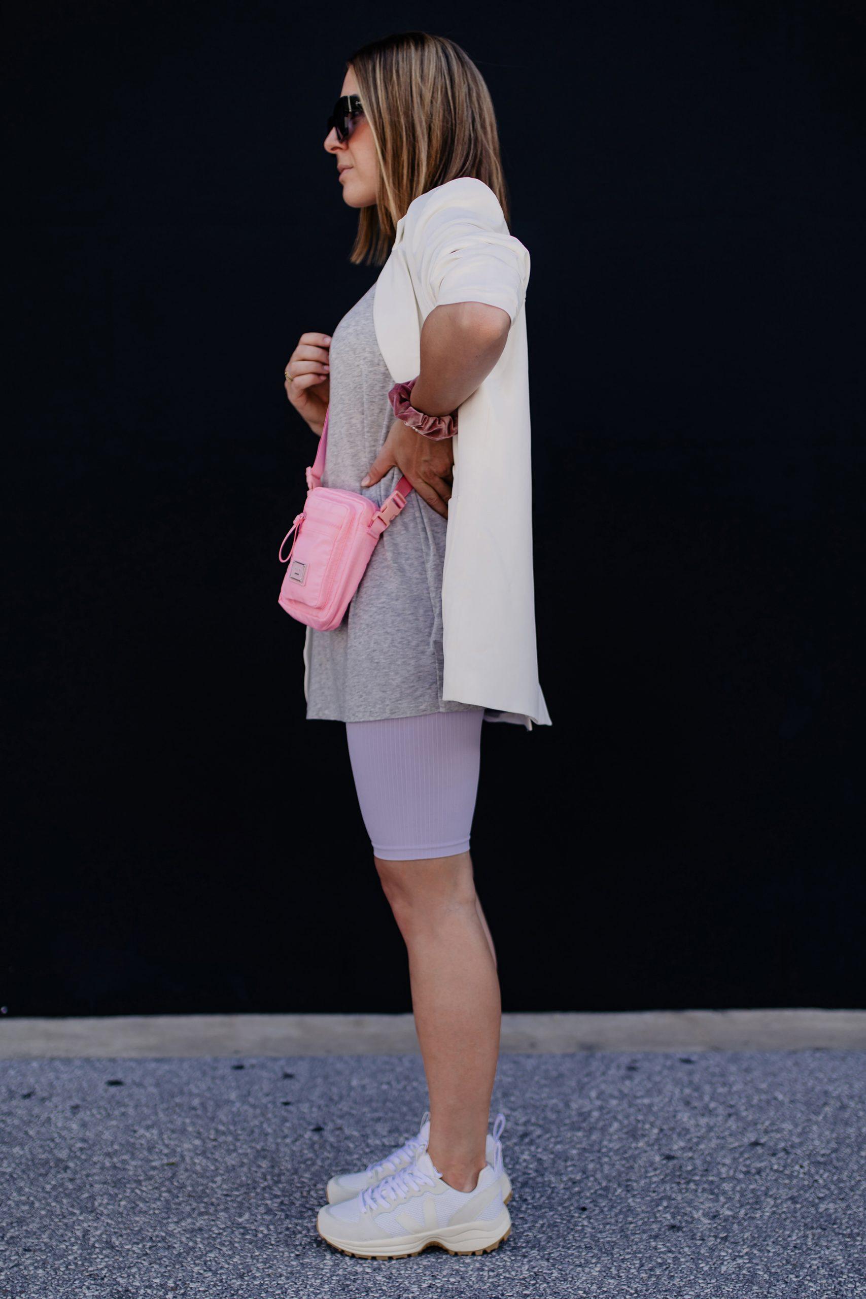 Du möchtest wissen, wie man eine Radlerhose kombinieren kann? Meine Outfit-Idee und Styling-Tipps für den Alltag gibt es jetzt am Modeblog whoismocca.com