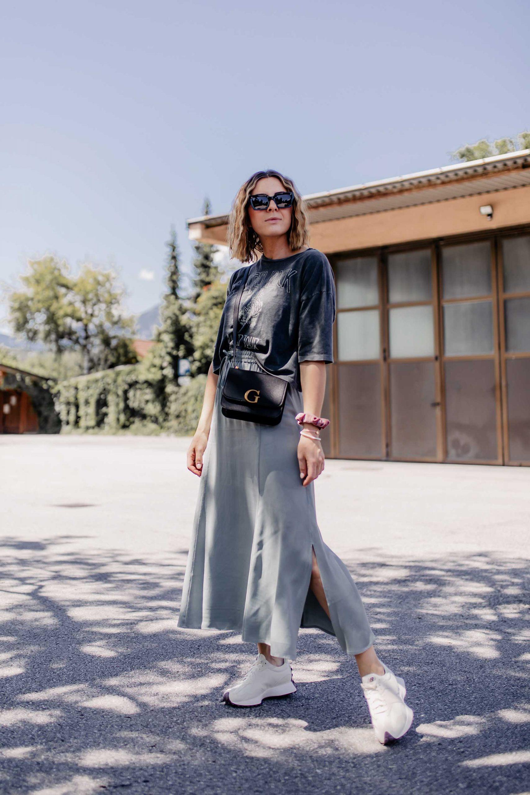 Produktplatzierung. Am Modeblog findest du jetzt ein Sommer Outfit mit Sneakers   einen tollen Tipp, wo du Marken-Kleidung günstig kaufen kannst! www.whoismocca.com