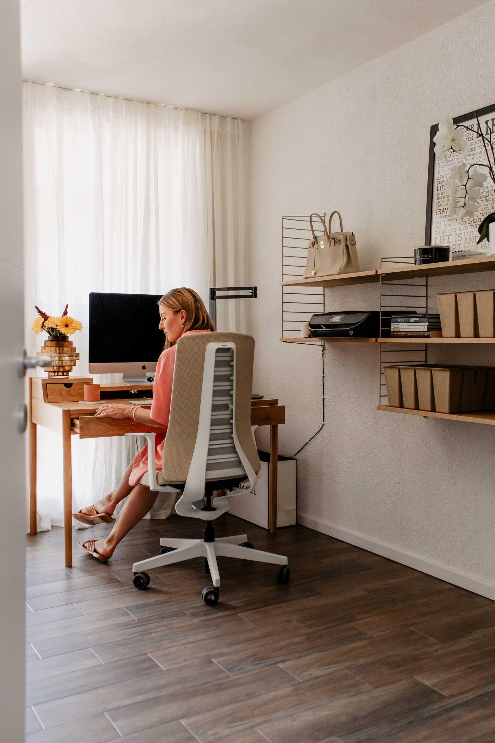 Produktplatzierung. Hast du dir schon mal konkrete Gedanken über deinen Bürostuhl gemacht und überlegt, was ergonomisch Sitzen bedeutet? Am Karriereblog gebe ich dir nützliche Tipps. www.whoismocca.com
